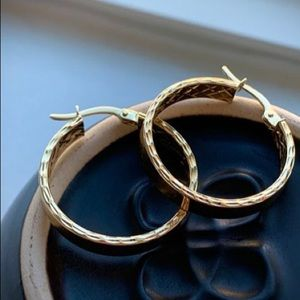 New 14k Gold Round Hoops With Diamond Cut